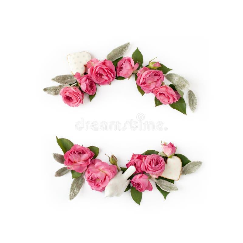 玫瑰色花蕾、叶子和浪漫装饰花卉框架花圈在白色背景大模型   免版税库存图片
