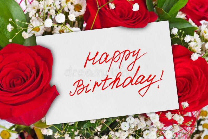 玫瑰花束和卡片生日快乐 免版税库存图片