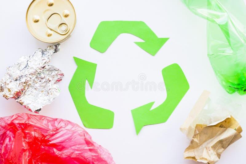 环保,生态和回收概念,回收标志、笔记薄和垃圾在白色背景 免版税图库摄影