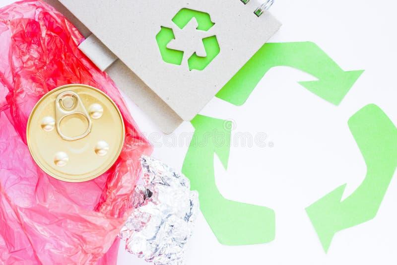 环保,生态和回收概念,回收标志、笔记薄和垃圾在白色背景 免版税库存照片