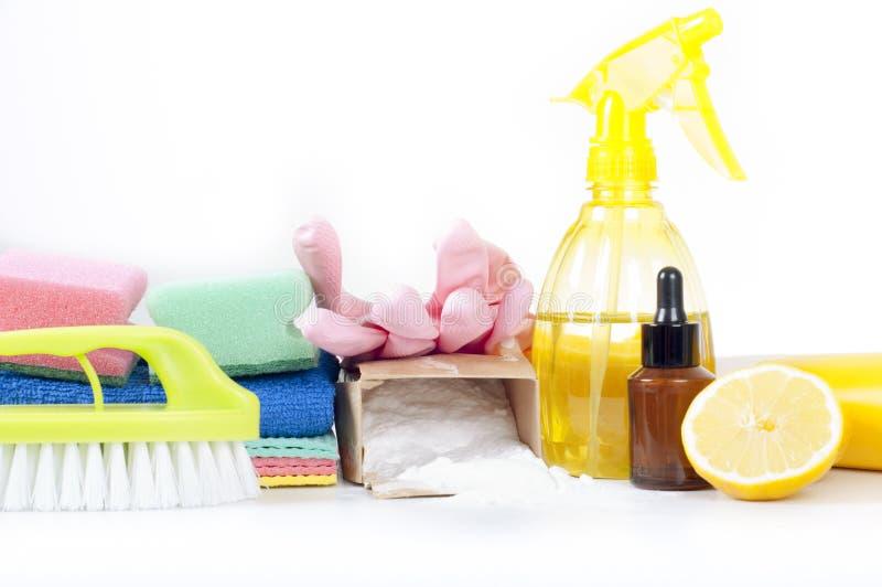 环境友好的自然擦净剂,清洁产品 在白色背景的自创绿色清洁 免版税库存图片