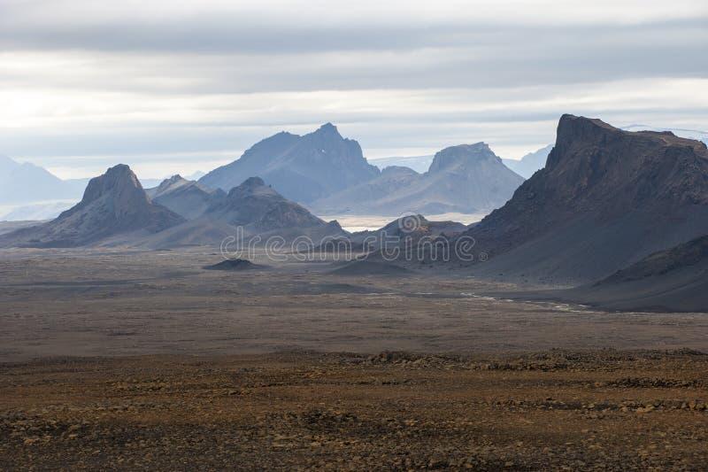 环境美化与山在Langjokull附近,中央冰岛 免版税图库摄影