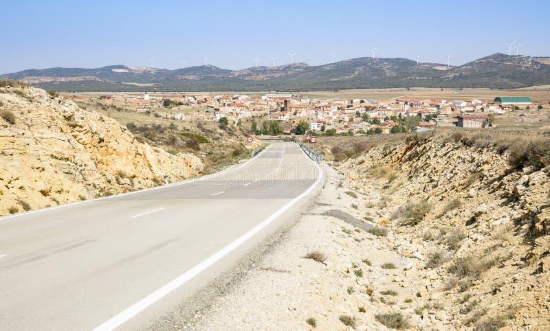 环境美化与路和托德西洛斯村庄看法  图库摄影