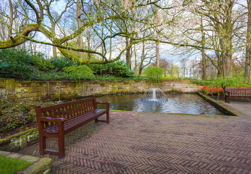 Download 环境美化与长木凳在春天Keukenhof公园 库存图片. 图片 包括有 花卉, 花束, 庭院, 五颜六色 - 72352459