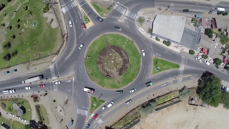 环形交通枢纽的鸟瞰图在智利 免版税库存照片