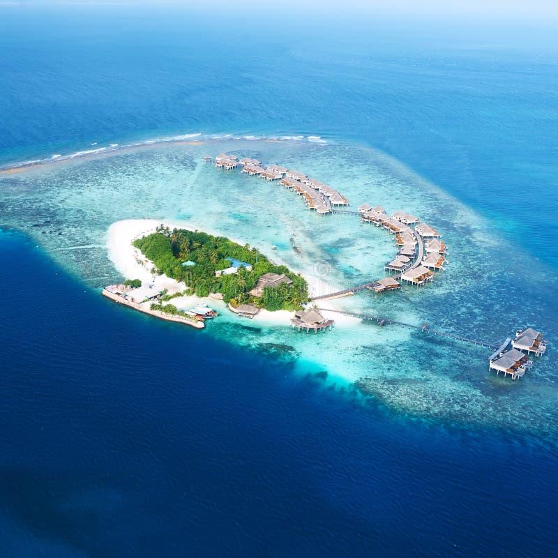 环礁和海岛在从鸟瞰图的马尔代夫 库存图片