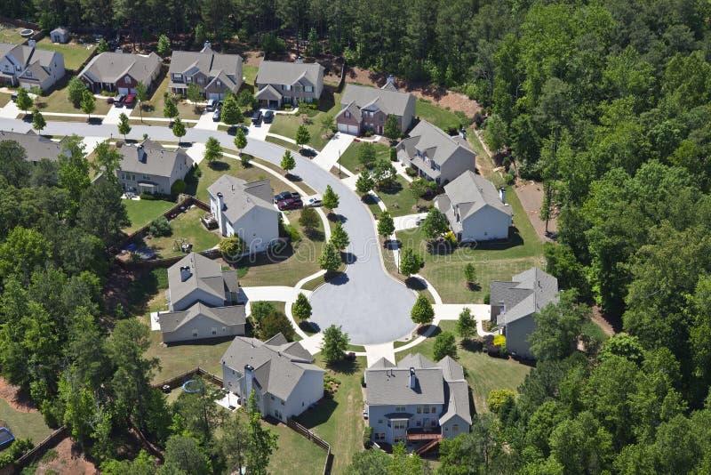 现代中产阶级郊区居民空中美国东部 免版税库存照片
