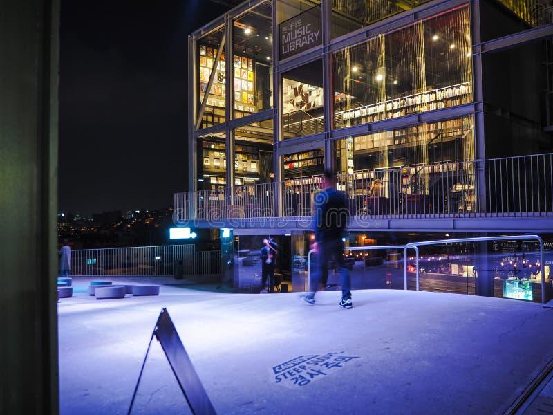 现代为它的乙烯基汇集设计由崔月亮gyu和已知的音乐图书馆,照亮 免版税图库摄影