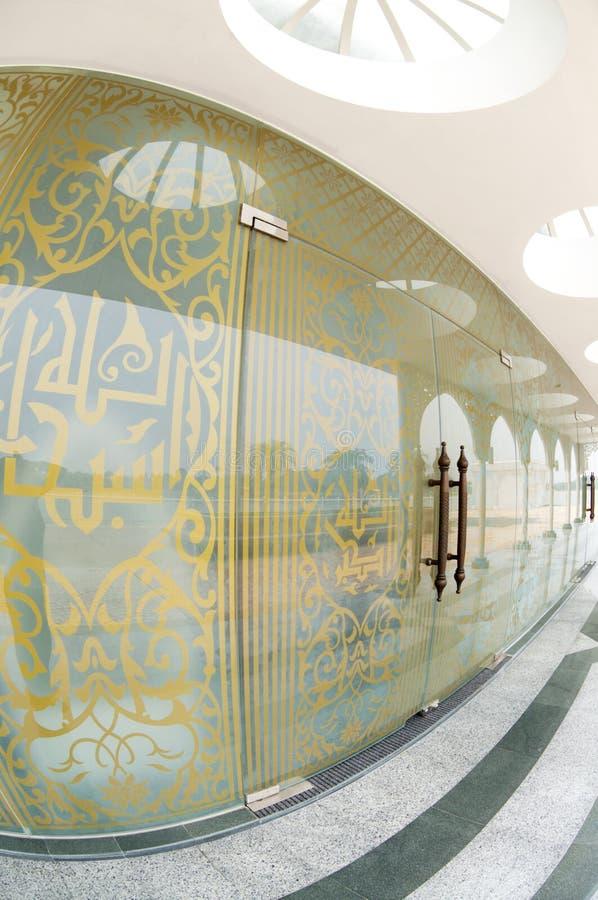 现代伊斯兰门设计 库存图片