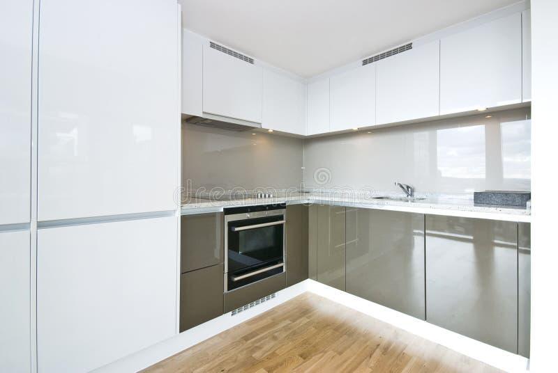 现代充分地适合的厨房 免版税图库摄影