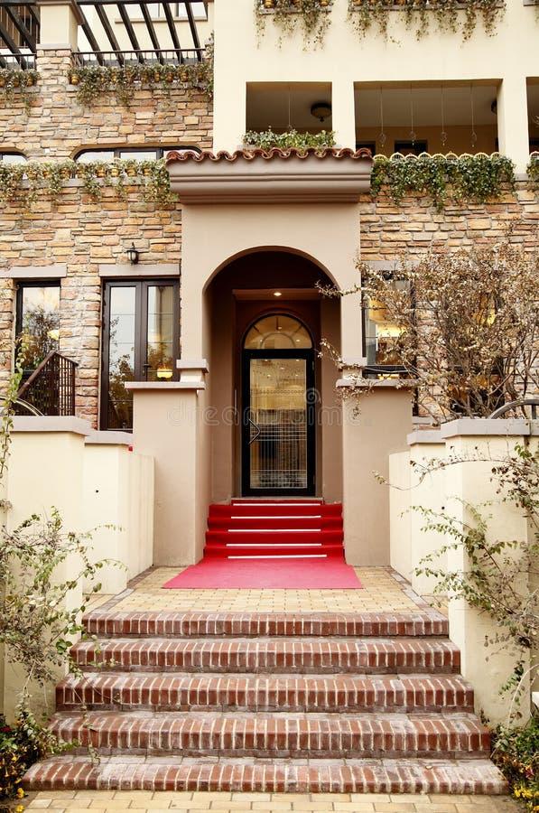 现代入口的房子 免版税图库摄影