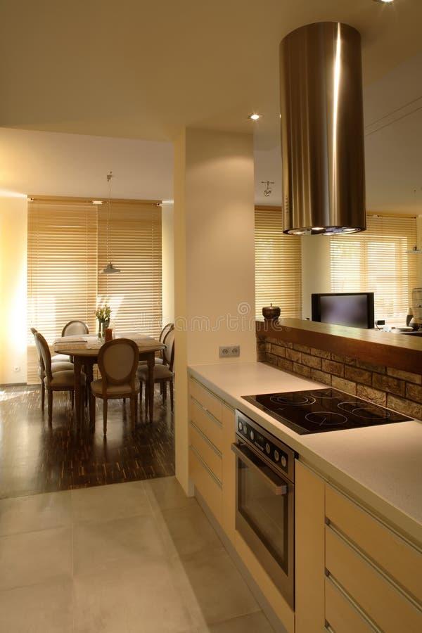 现代公寓的厨房 免版税库存图片
