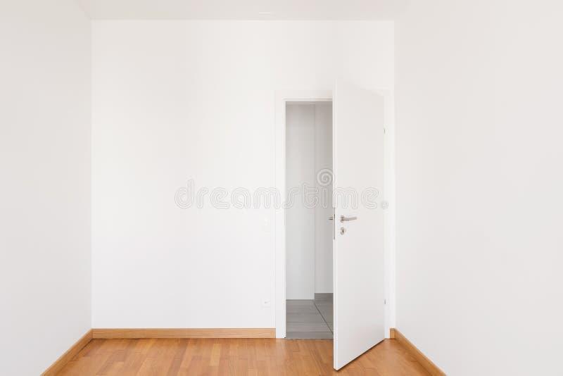 现代公寓,空的室内部  库存图片