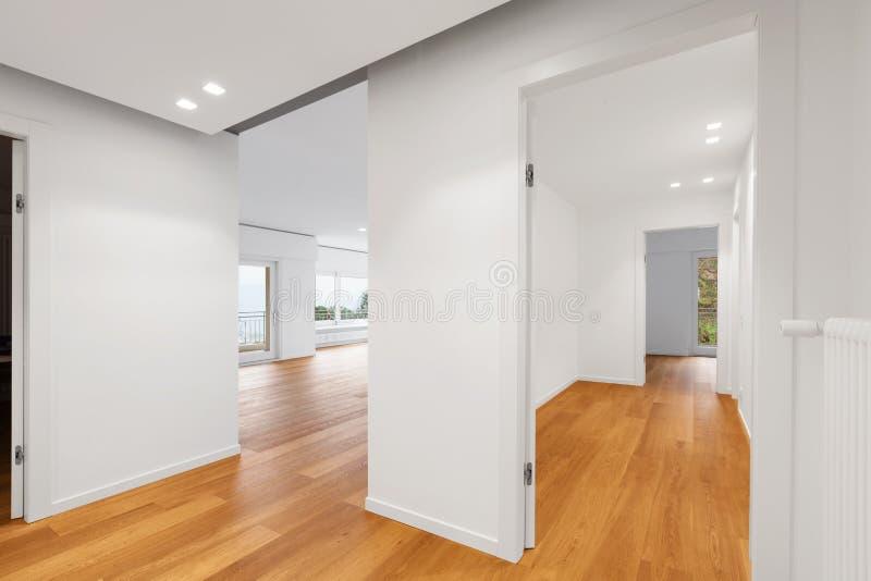 现代公寓,走廊内部  库存照片