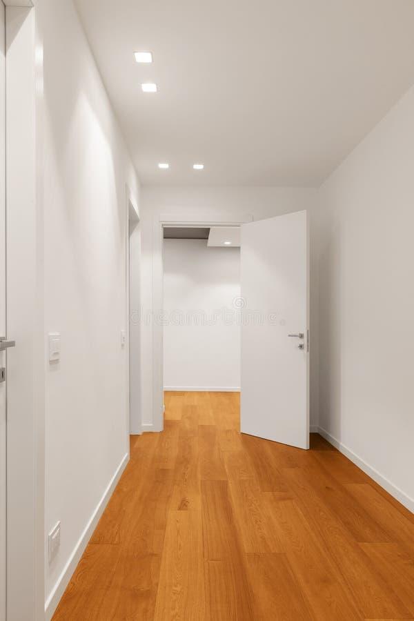现代公寓,走廊内部  库存图片