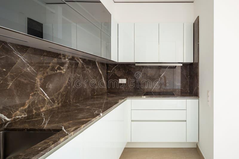 现代公寓,里面的没人,空的空间内部  免版税图库摄影