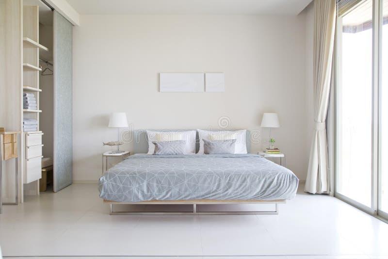 现代内部卧室 免版税库存照片
