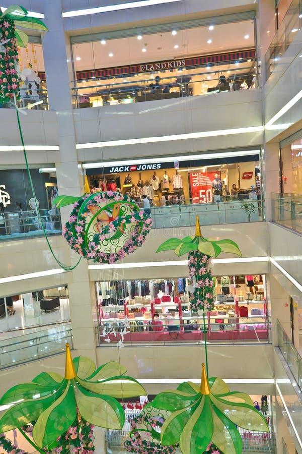 现代内部的购物中心 库存照片