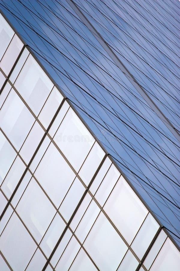 现代办公室刮板天空 免版税库存图片