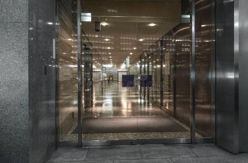 现代办公楼大厅大厅 免版税图库摄影