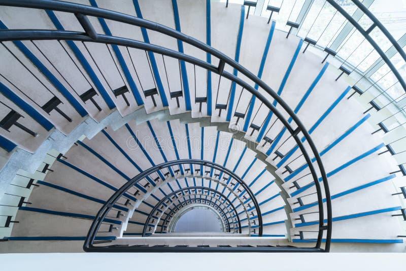 现代半圆楼梯 库存照片