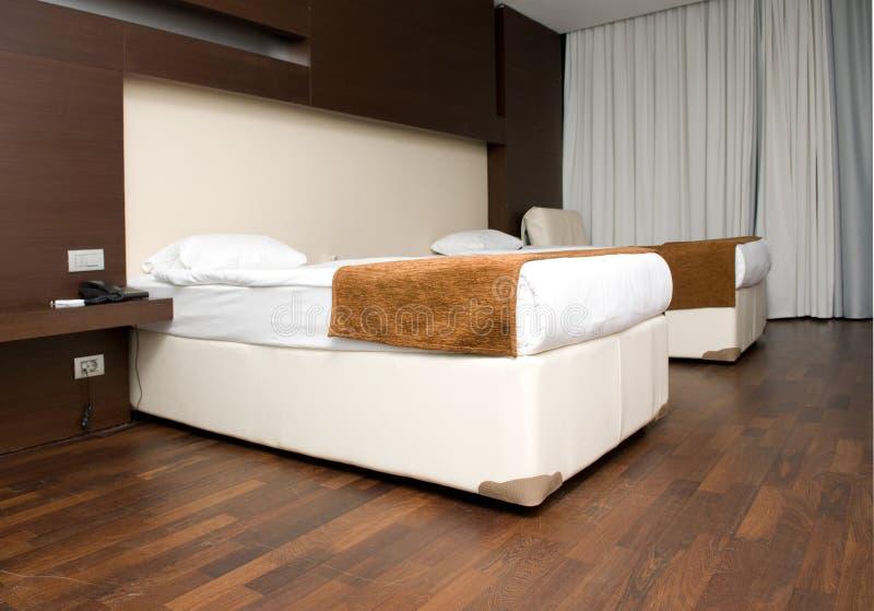 现代卧室的旅馆 免版税库存照片