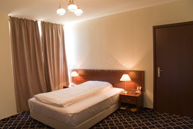 现代卧室的旅馆 库存照片