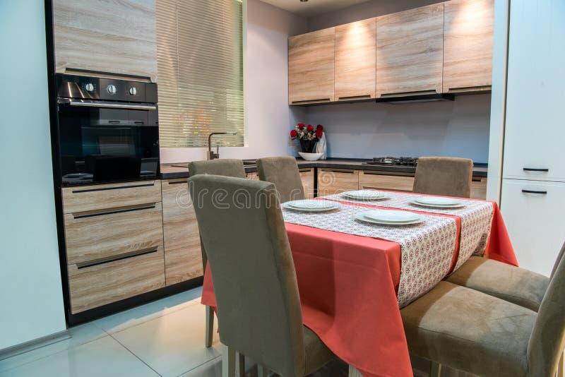 现代厨房和dinning 免版税库存图片
