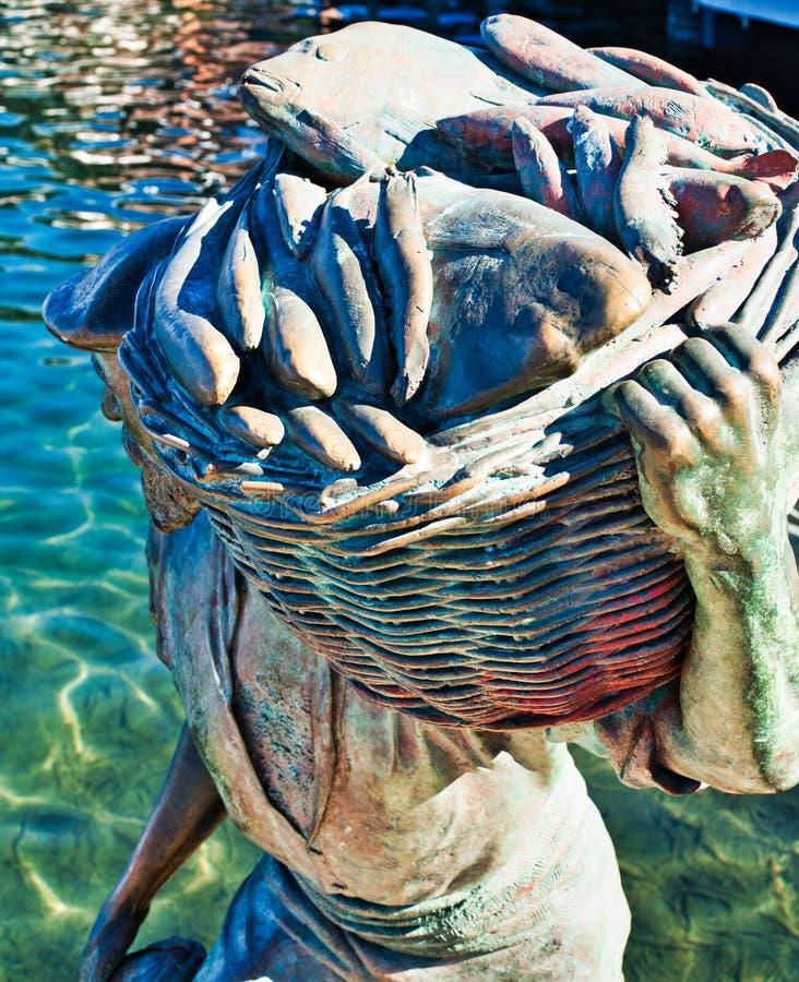 现代古铜色渔夫雕象,费利曼图市,澳大利亚西部 库存照片