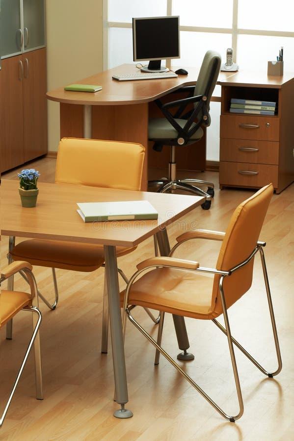 现代和美丽的办公室 免版税库存图片