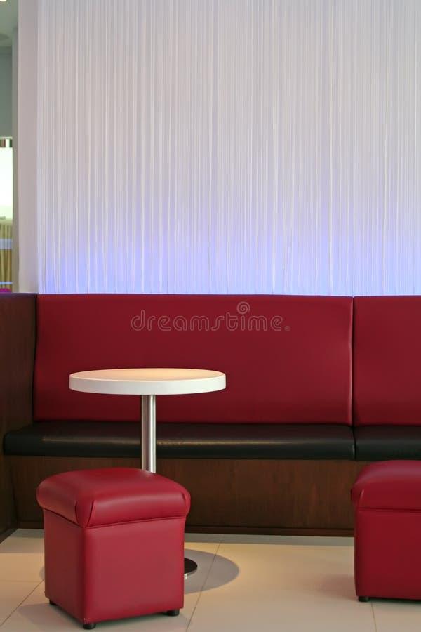 现代咖啡馆的休息室 免版税库存照片