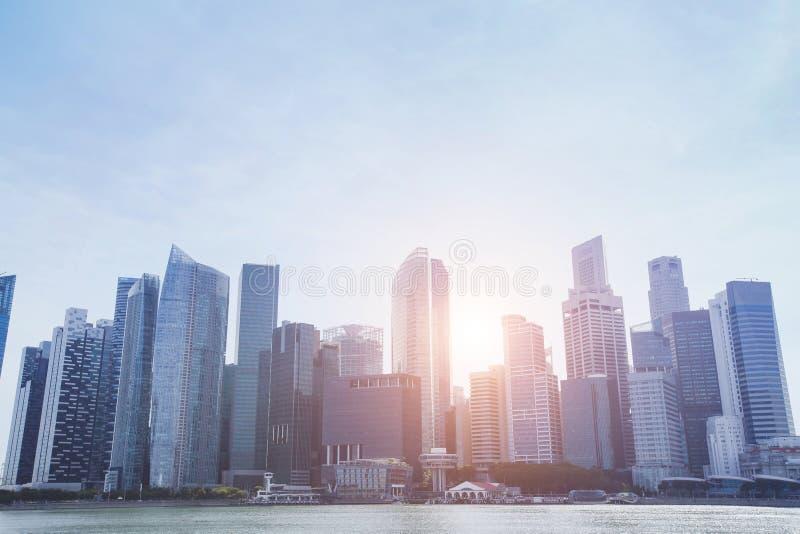 现代城市地平线,与摩天大楼,企业大厦的美好的抽象都市风景 库存图片