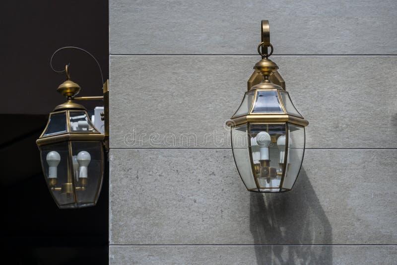 现代壁灯外部照明电灯泡装饰当代 库存图片