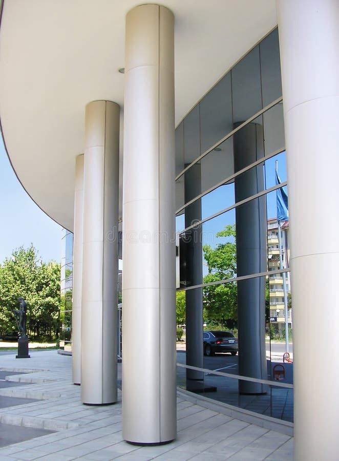 Download 现代大厦企业法人的入口 库存照片. 图片 包括有 财务, 天空, 玻璃, 布琼布拉, 入口, 总公司, 摩天大楼 - 177464