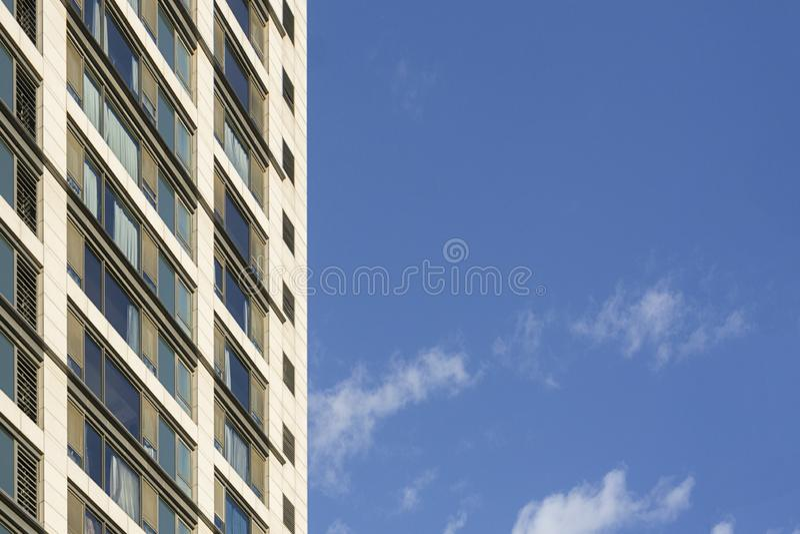 现代大厦在城市 免版税图库摄影