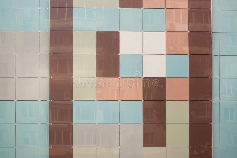 现代大厦墙壁标示用淡色方形的光滑的瓦片  库存图片