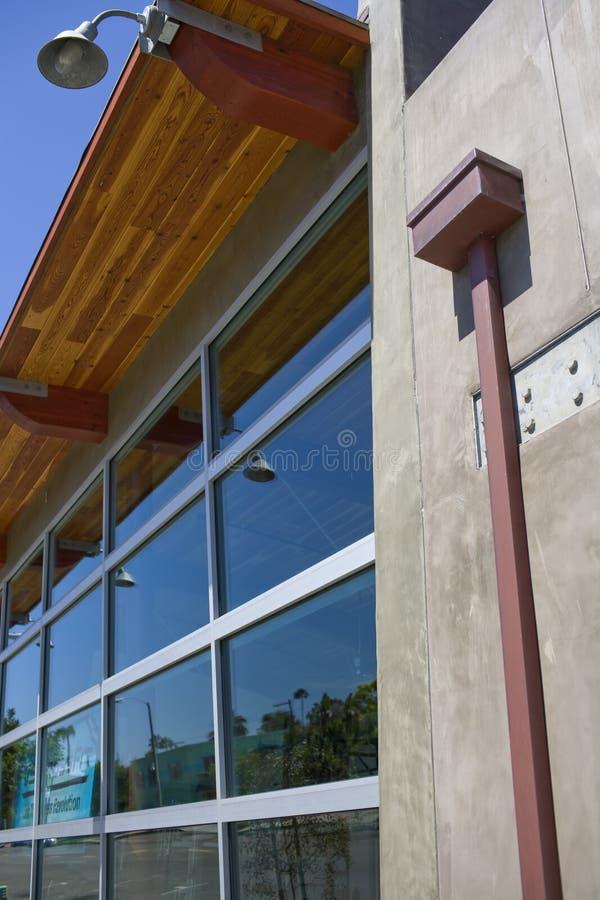 现代大厦外部  免版税图库摄影
