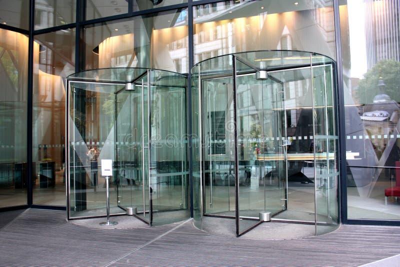 现代大厦的入口 免版税图库摄影