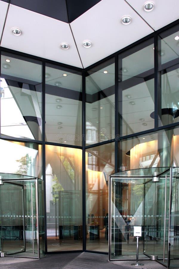现代大厦的入口 库存照片