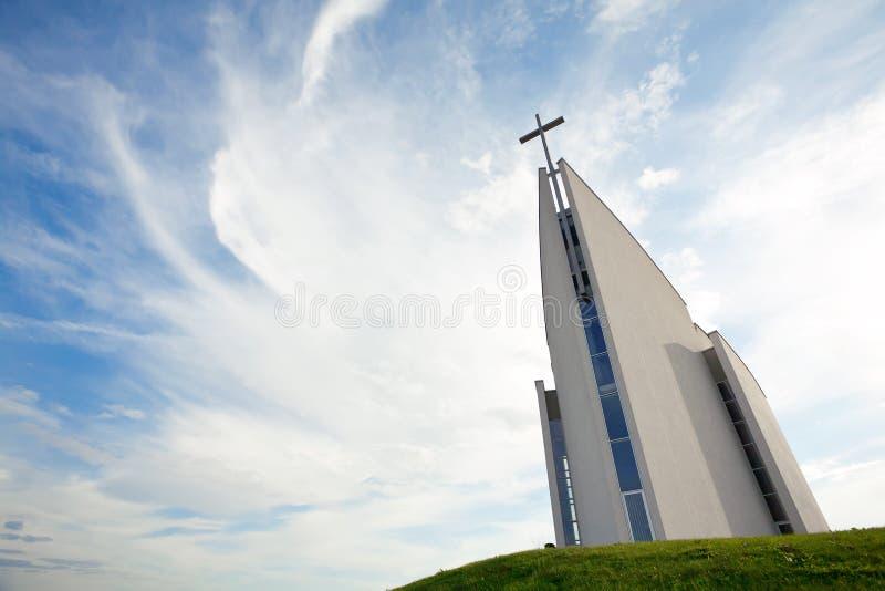 现代大厦的教会 图库摄影