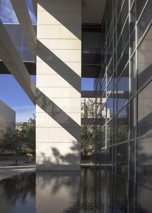 现代大厦的片段与鲍豪斯建筑学派样式解释的 免版税图库摄影
