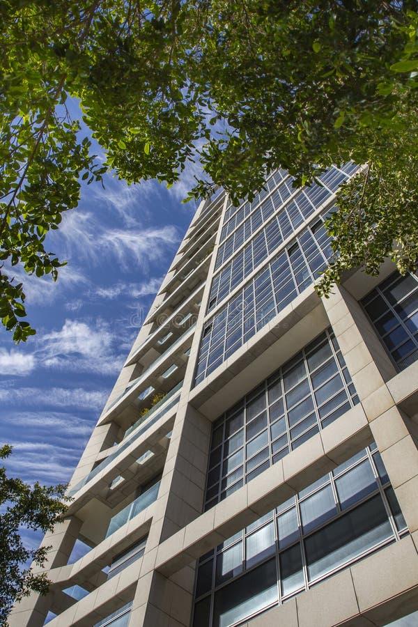 现代大厦的片段与鲍豪斯建筑学派样式解释的 免版税库存照片
