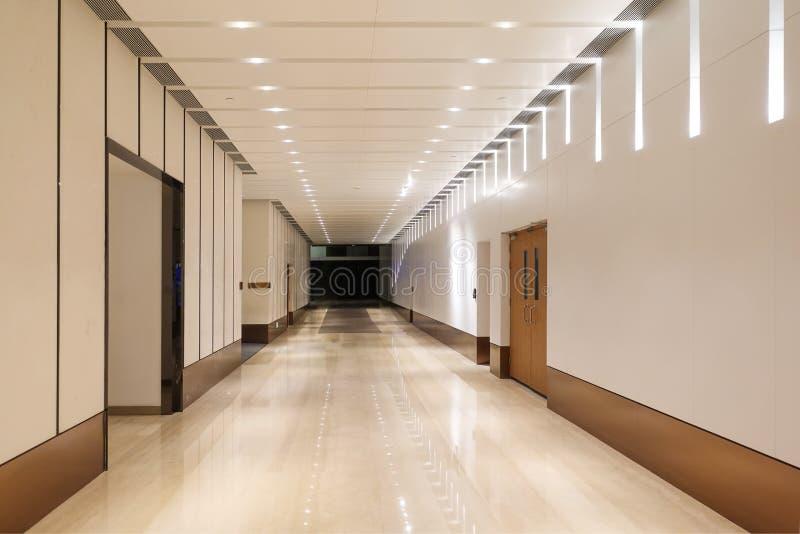 现代大厦走廊  免版税库存图片