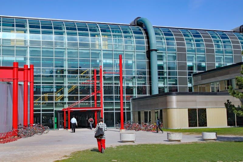 现代大学建筑学,滑铁卢大学,加拿大 免版税图库摄影