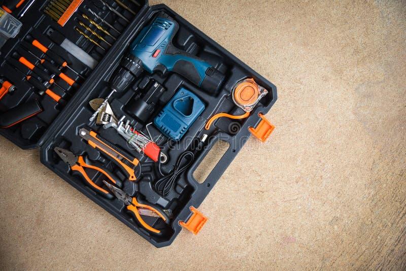 现代工匠的工具/汇集设置了为工作木头的木匠业工具或技巧和其他 库存照片