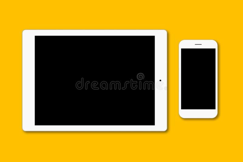 现代巧妙的电话和数字式片剂被隔绝在黄色表面 有黑屏的当代小配件您的广告的o 免版税库存照片