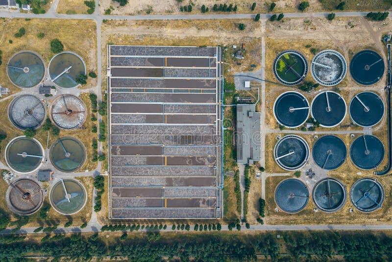 现代废水处理植物,从寄生虫的顶视图 免版税库存图片