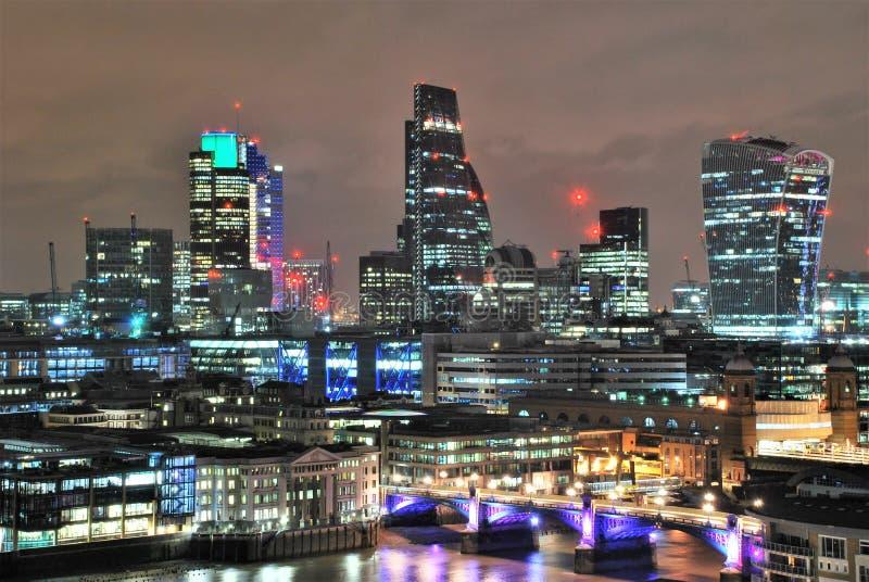 现代建筑学在Southwark,伦敦 库存照片