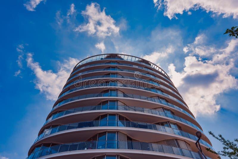 现代建筑学大厦在新的港口城市 免版税库存图片