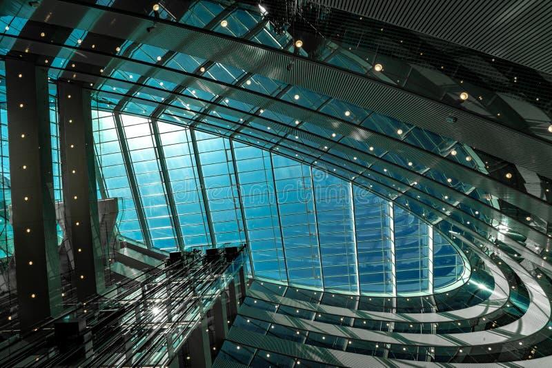 现代建筑学抽象天花板  免版税库存照片